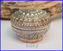 Antique Beautiful Chinese Export Solid Silver Betel Box 45.4 G