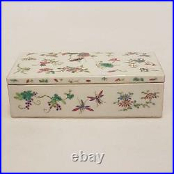 Chinese scholar pen box in porcelain with two rooms and a lid
