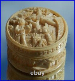 SUPERB 19th CENTURY CHINESE CARVED CIRCULAR GAMING BOX SIGNED 9 MOP COUNTERS
